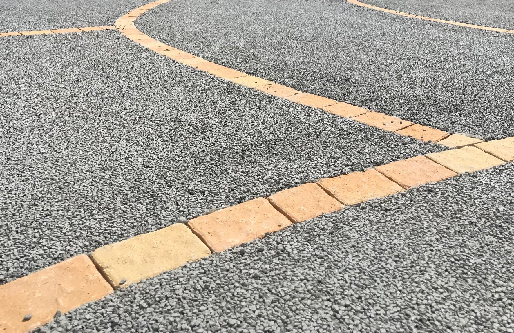 Réalisation accès véhicule en béton drainant à Brindas